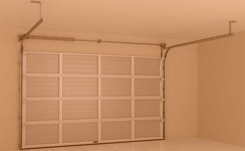 Гаражные секционные ворота из однослойных панелей с торсионным механизмом RSD02‑SLP ГК Регион-Гарант